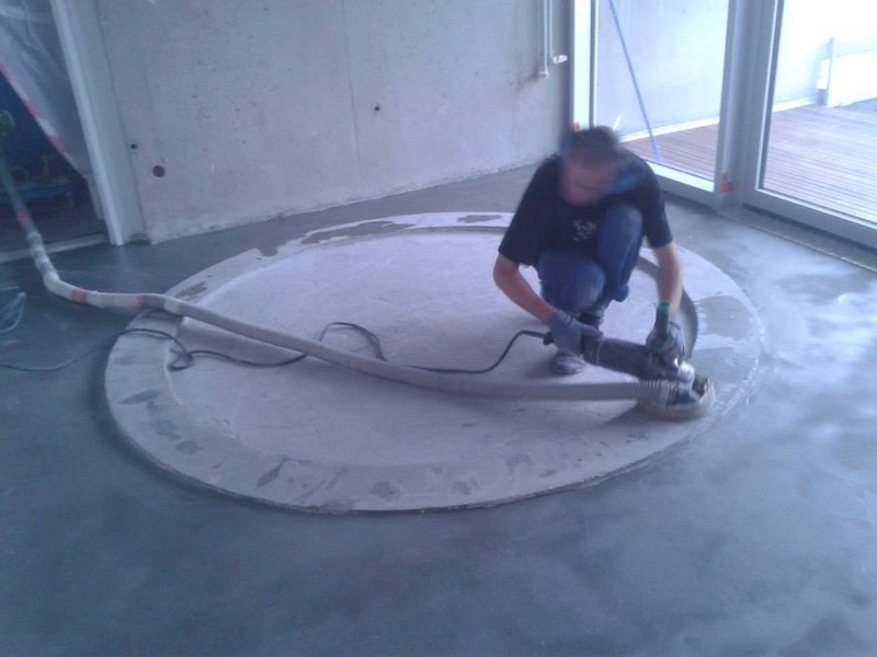 Sol resine epoxy decoratif rouge poncage